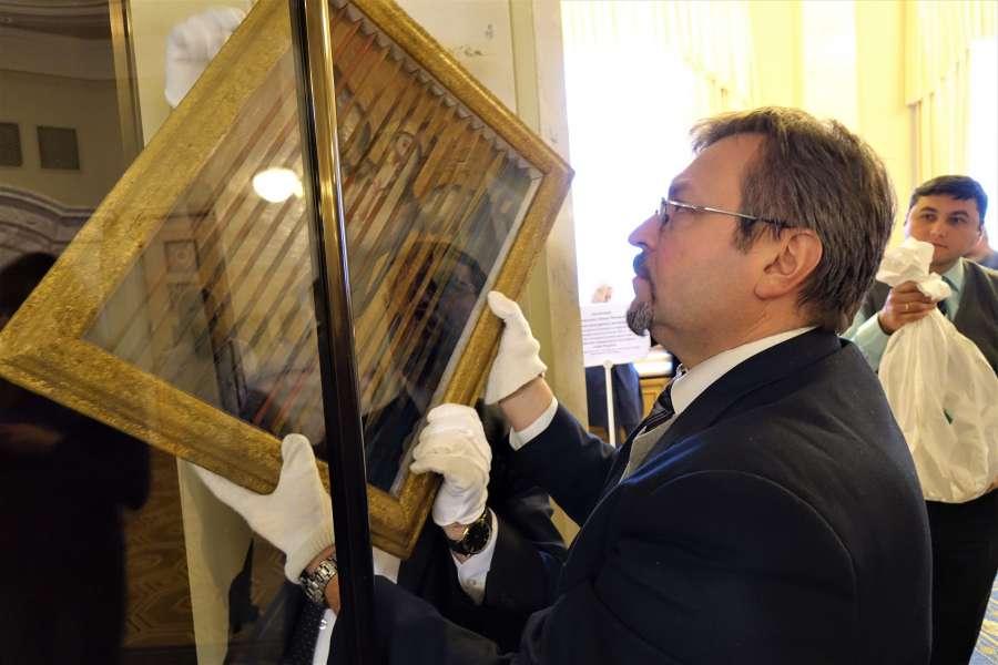 Національний Києво-Печерський історико-культурний заповідник на честь новорічно-різдвяних свят представив унікальні експонати з Фондової колекції