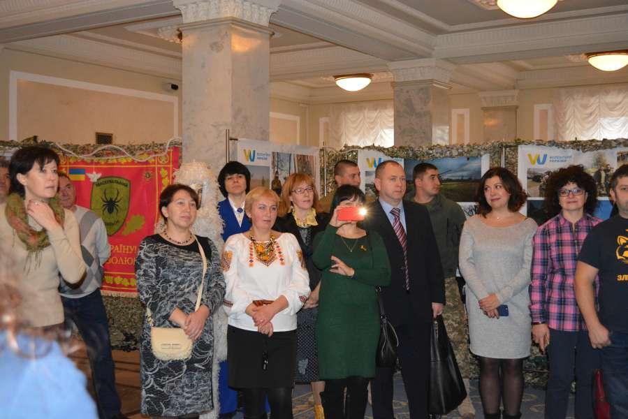 До Міжнародного дня волонтера та Збройних Сил України у парламенті відкрилася фотовиставка «Добра Воля Миру»