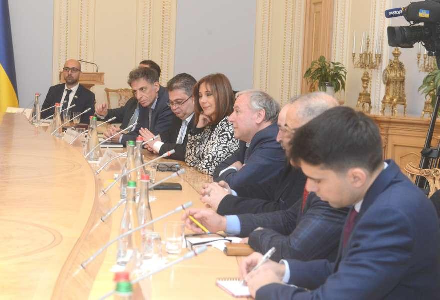 Ірина Геращенко: Україна робить усе можливе для звільнення 74 героїв до Нового року