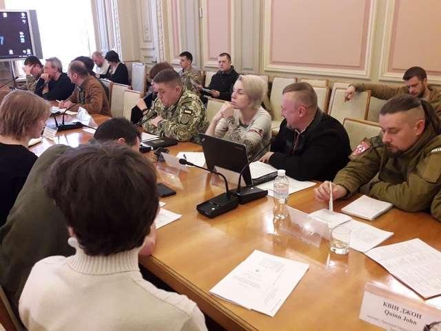 """Комітет з питань охорони здоров'я провів круглий стіл на тему: """"Застосування сучасних міжнародних протоколів в умовах надання медичної допомоги пораненим під час бойових дій"""""""