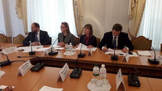 Концептуальні зміни до законодавства України щодо посилення захисту права дитини на належне утримання обговорено під час слухань у Комітеті з питань правової політики та правосуддя