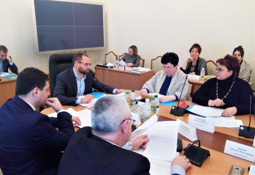 Комітет з питань Регламенту та організації роботи Верховної Ради України розглянув шість проектів законів щодо діяльності народних депутатів та ухвалив відповідні висновки
