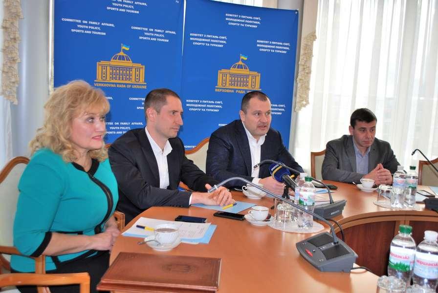 Підписано Угоду про співпрацю між Комітетом з питань сім'ї, молодіжної пол ...